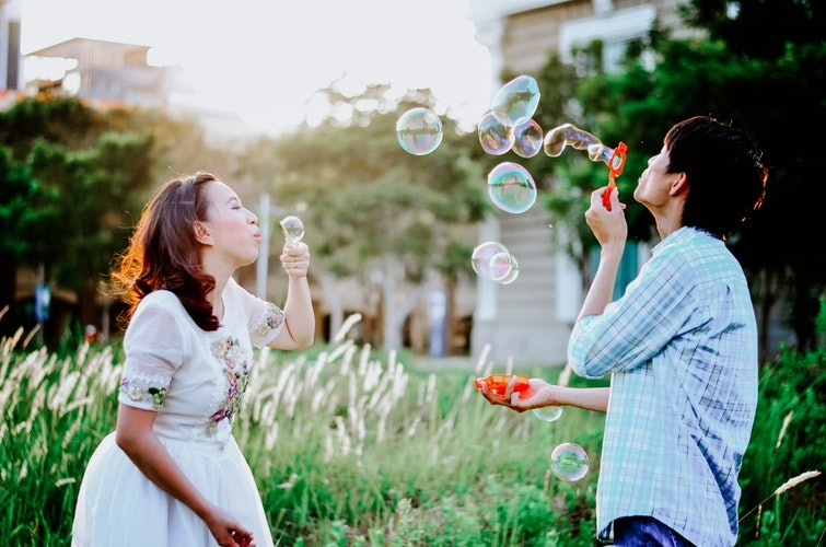 Happiness habits - soap bubbles